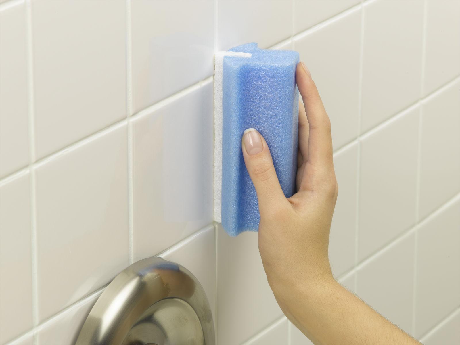 Мытье плитки в ванной комнате