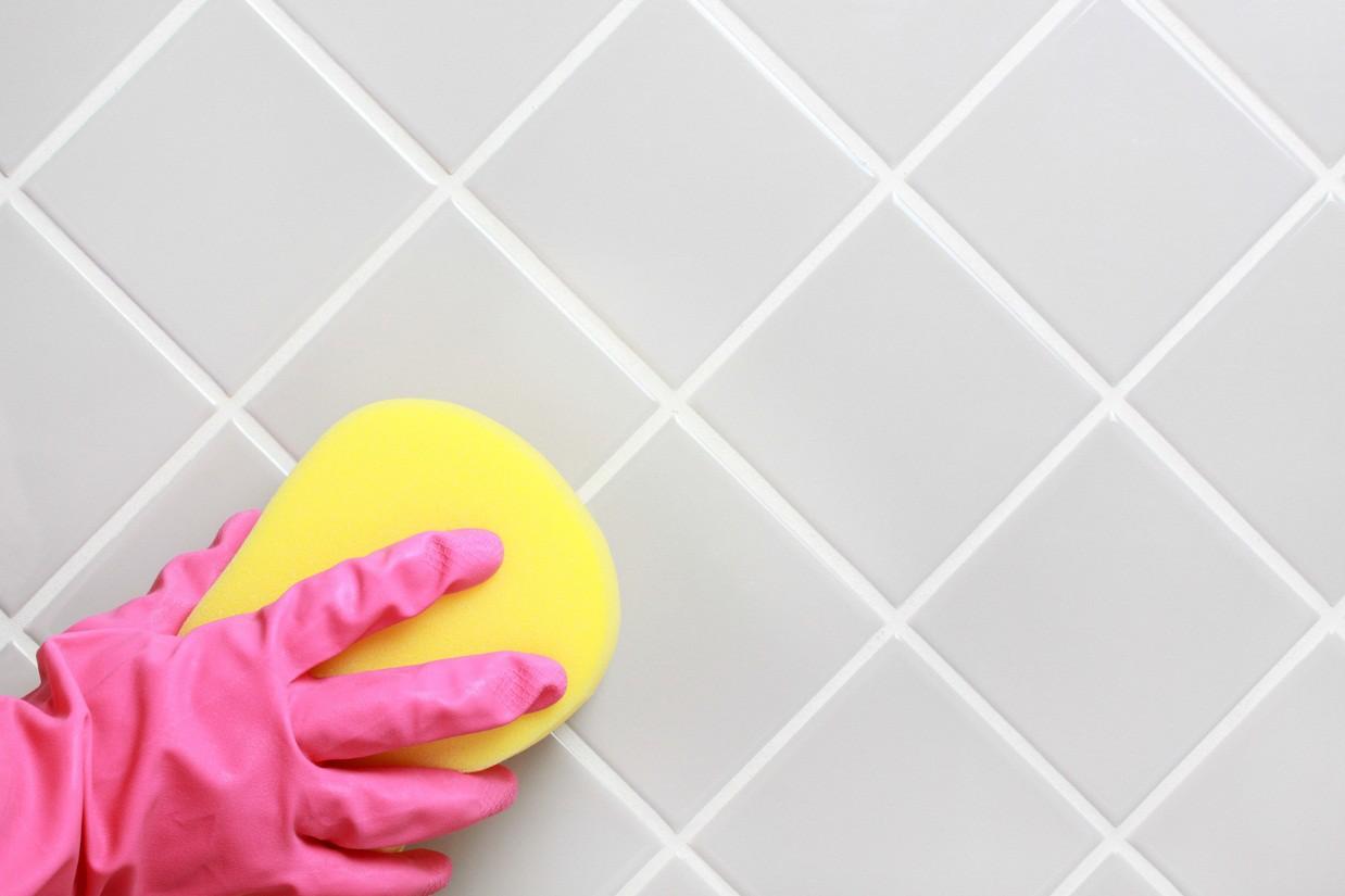 Очистка керамики в ванной