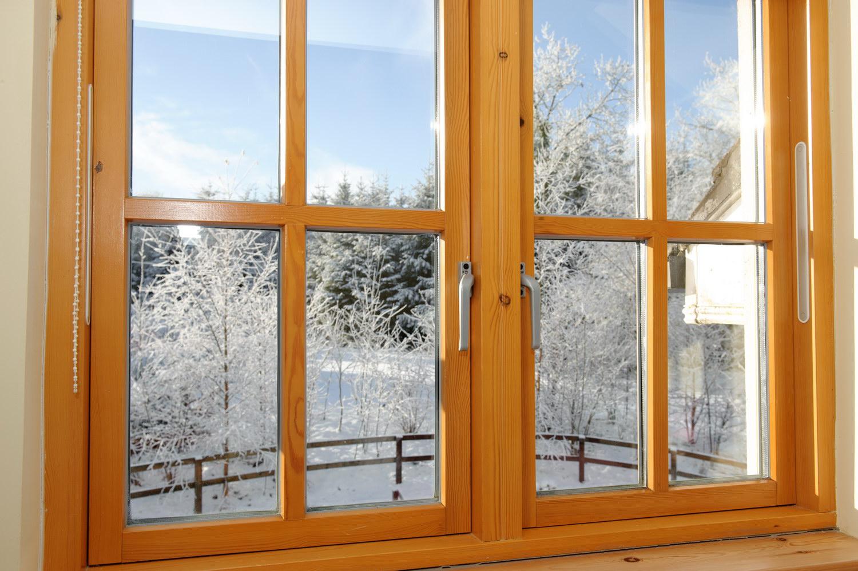 Современное деревянное окно