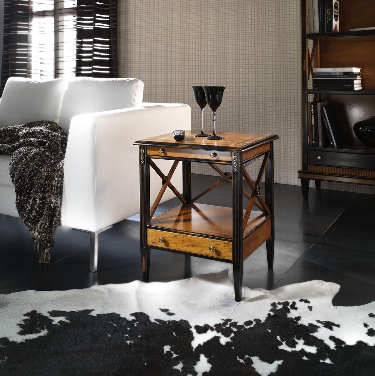 Черно-коричневый кофейный столик из дерева