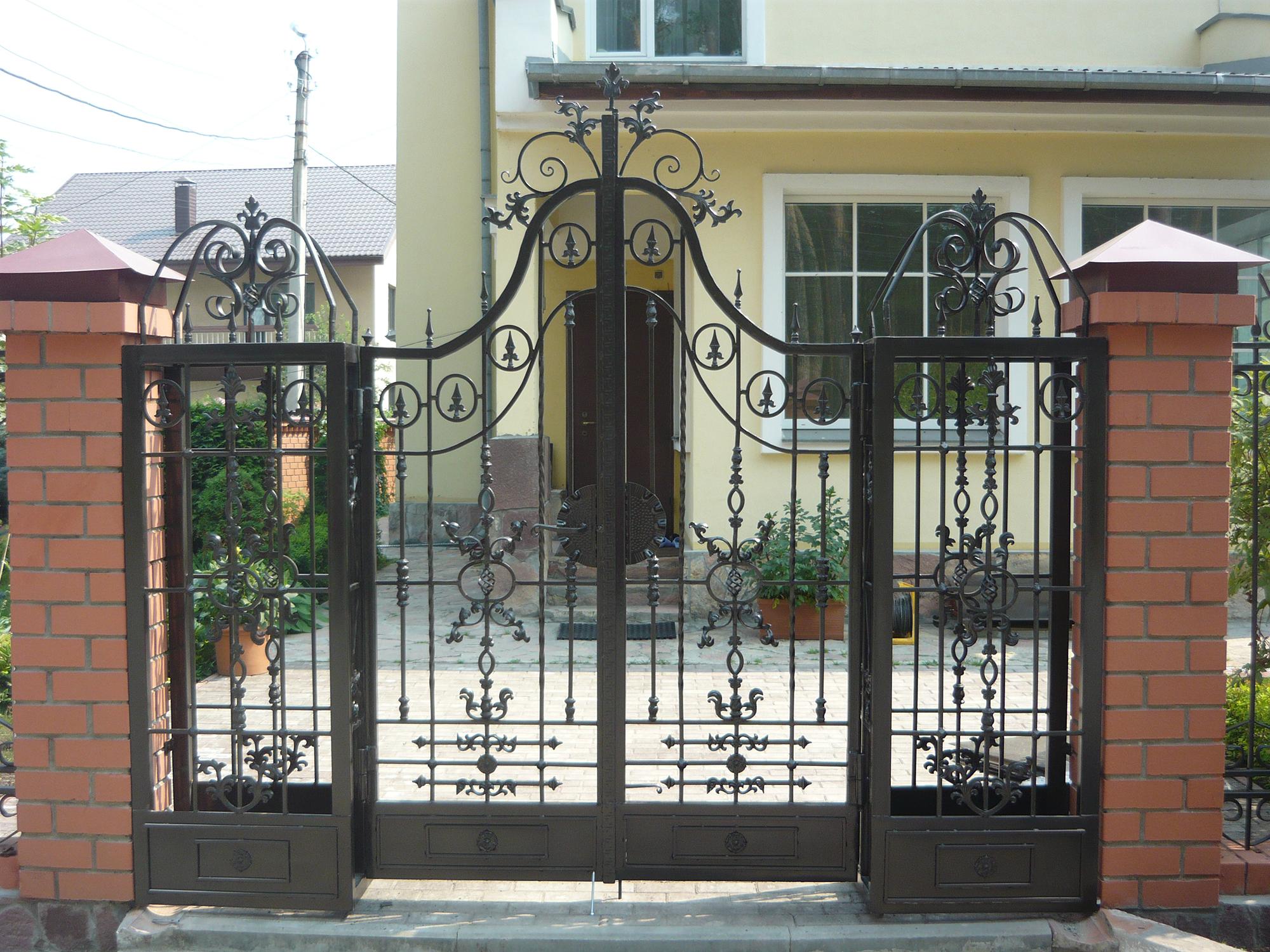 Изящные кованые ворота
