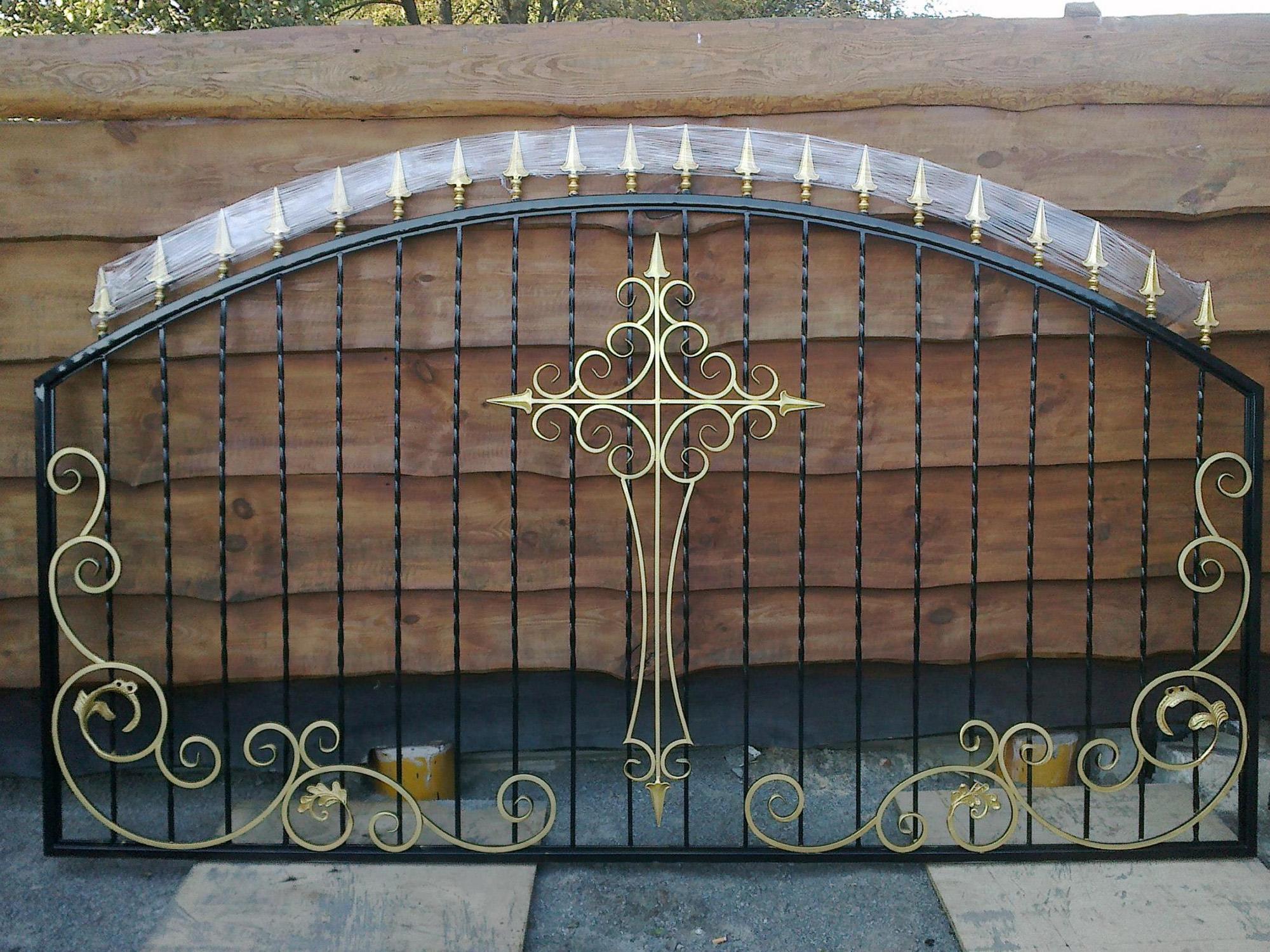 Черно-золотой кованый забор