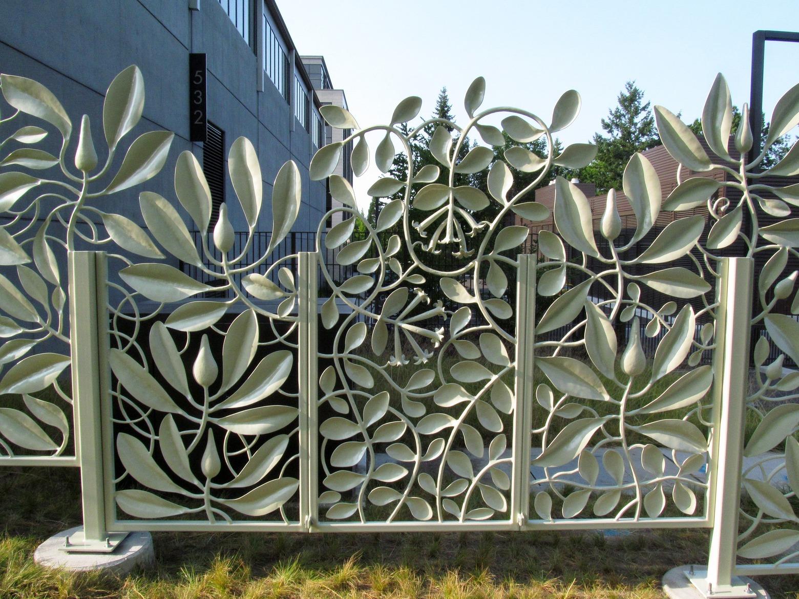 Необычный кованый забор