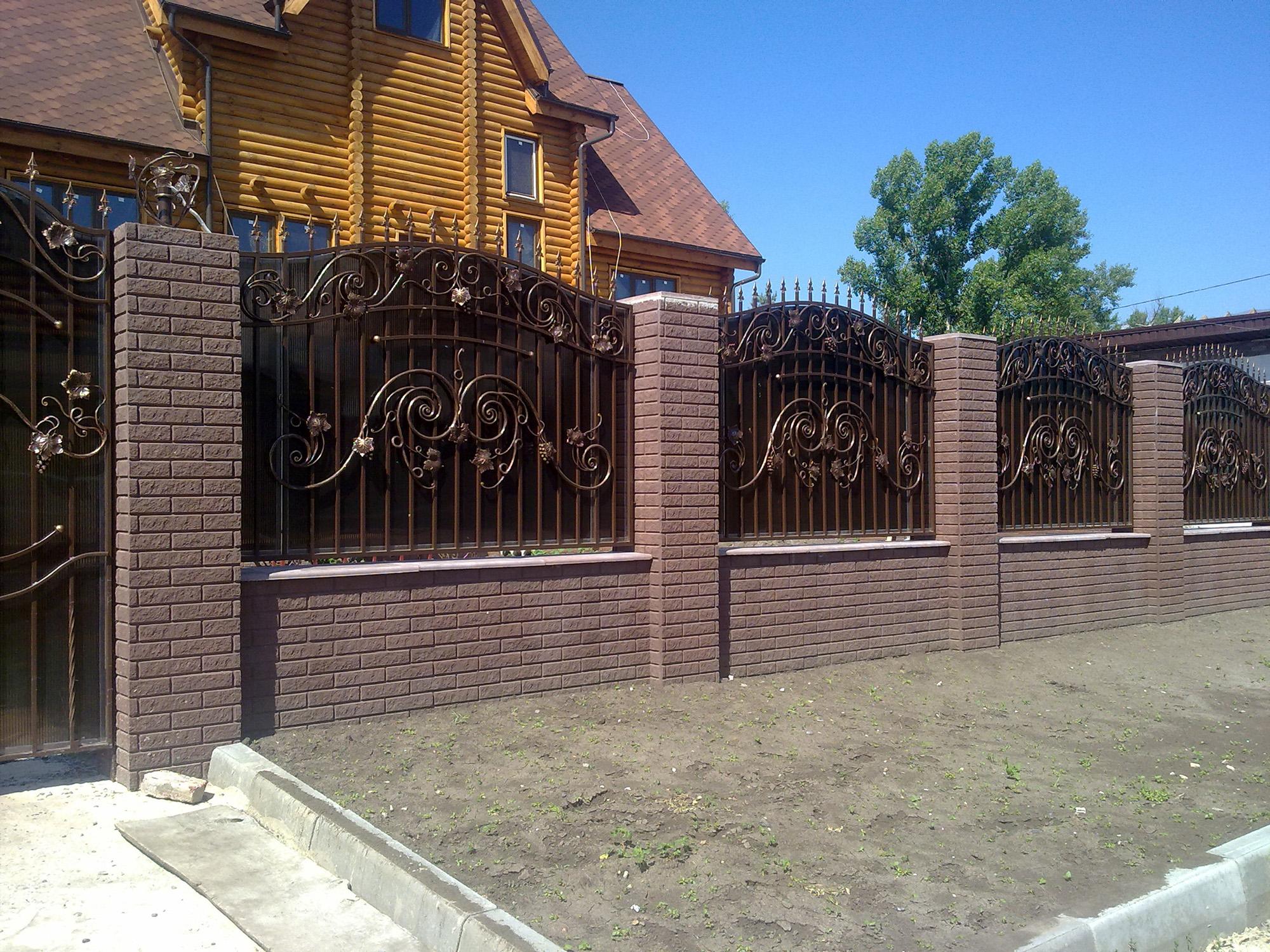 Глухой кованый забор
