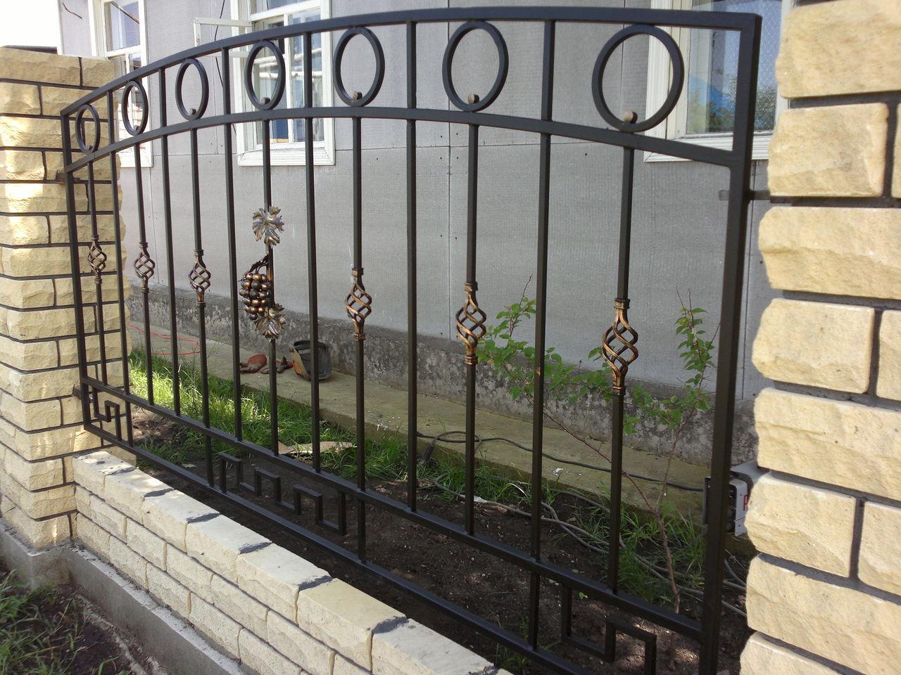 Изящный кованый забор