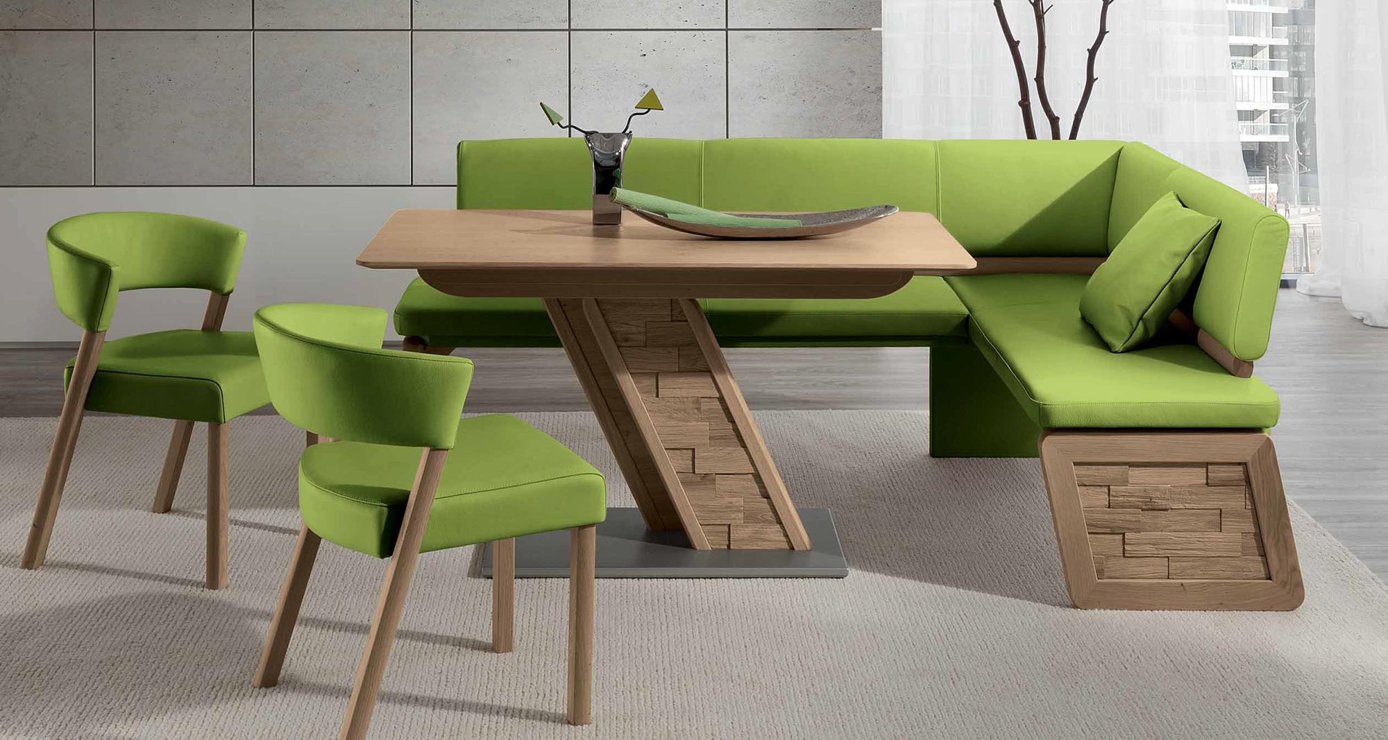 Коричнево-зеленая мягкая мебель на кухне