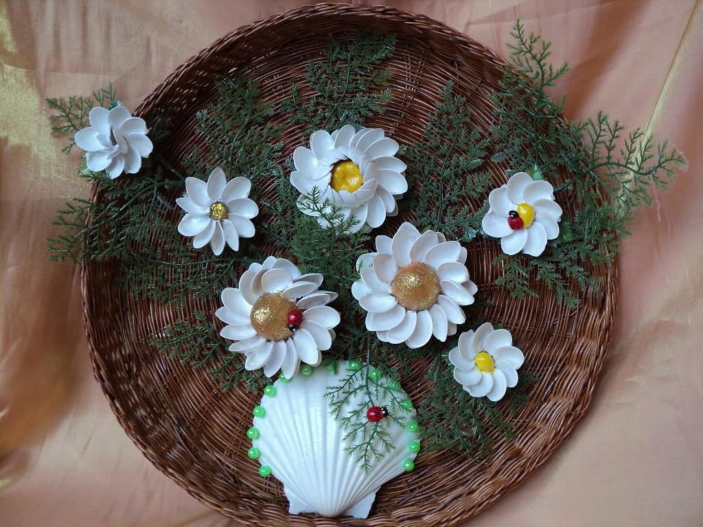 Панно из плетеной тарелки и ложек