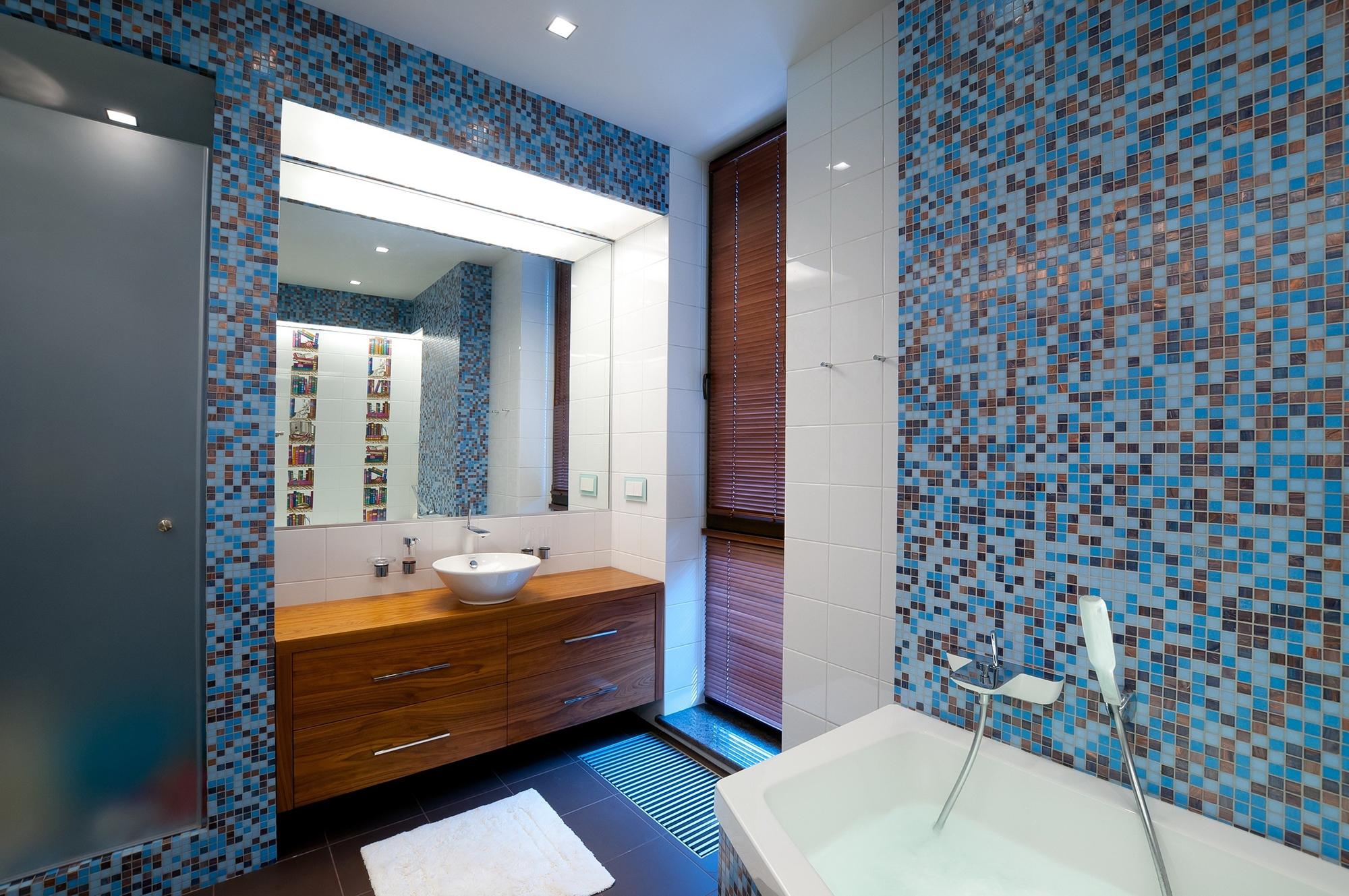 Мозаика в синих тонах в ванной