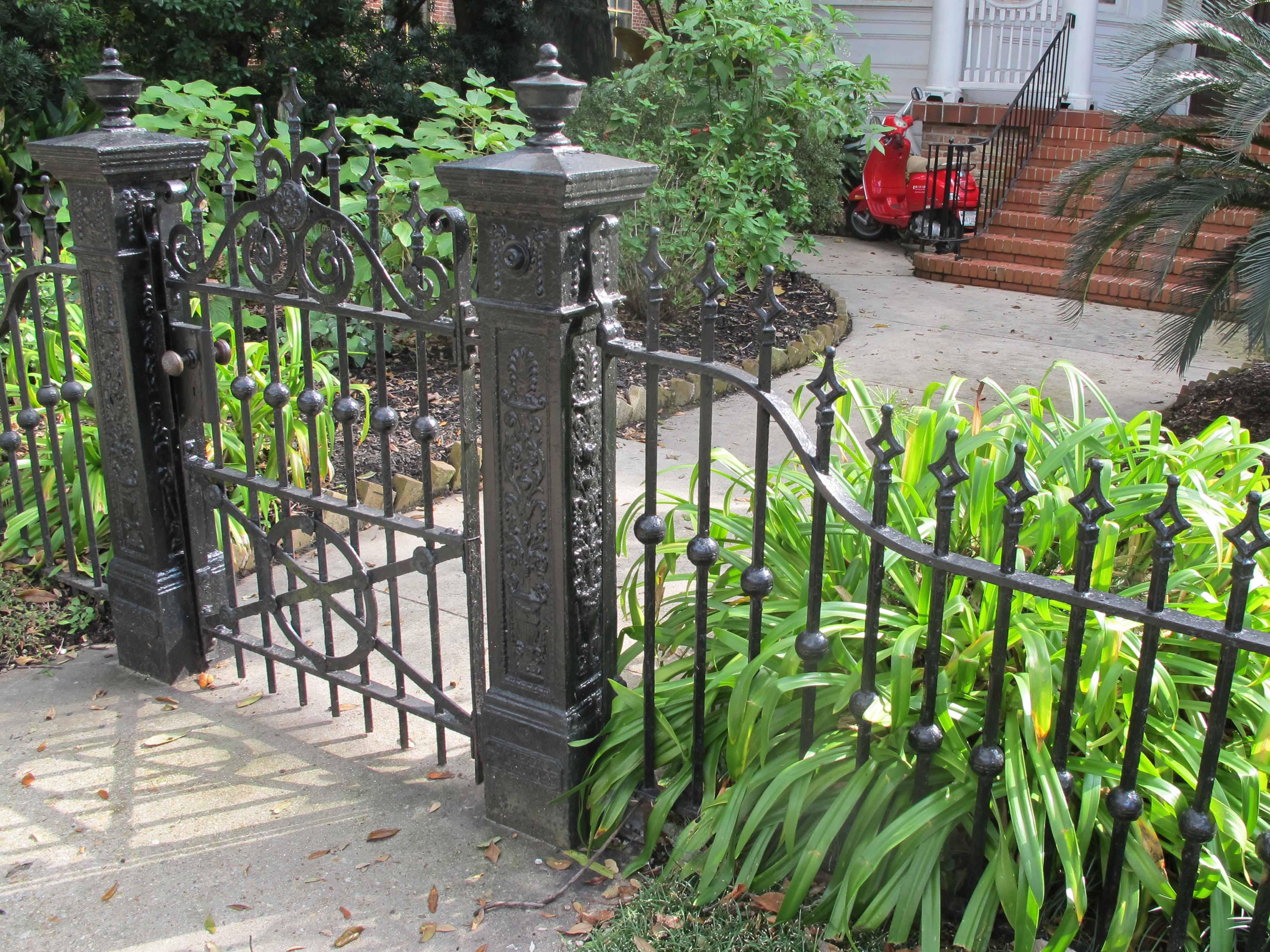 Старинный кованый забор