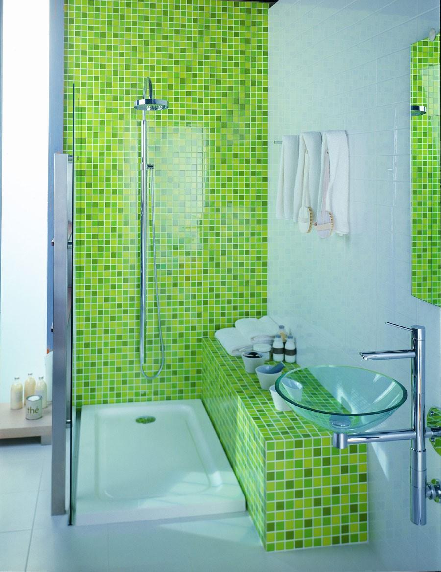 Зеленая мозаика в душе