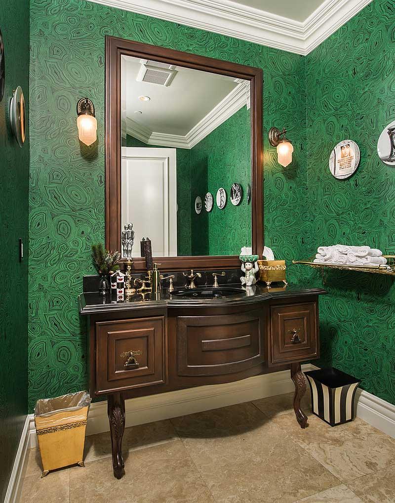 Коричнево-зеленая классическая ванная комната