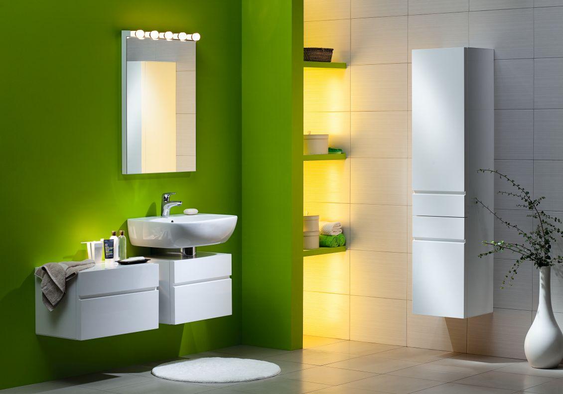 Уютная зеленая ванная комната