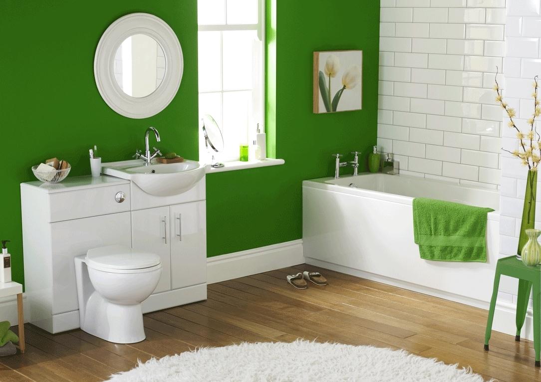 Бело-зеленая светлая ванная комната
