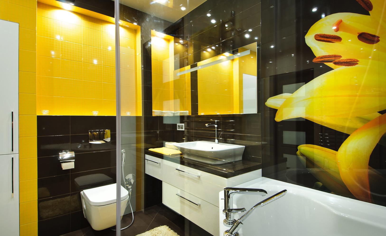 Желто-черно-белая ванная