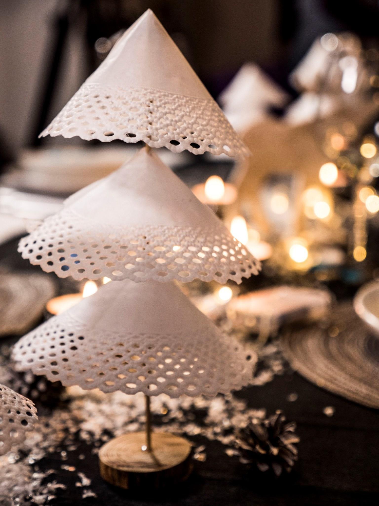 Новогодние украшения из белой бумаги