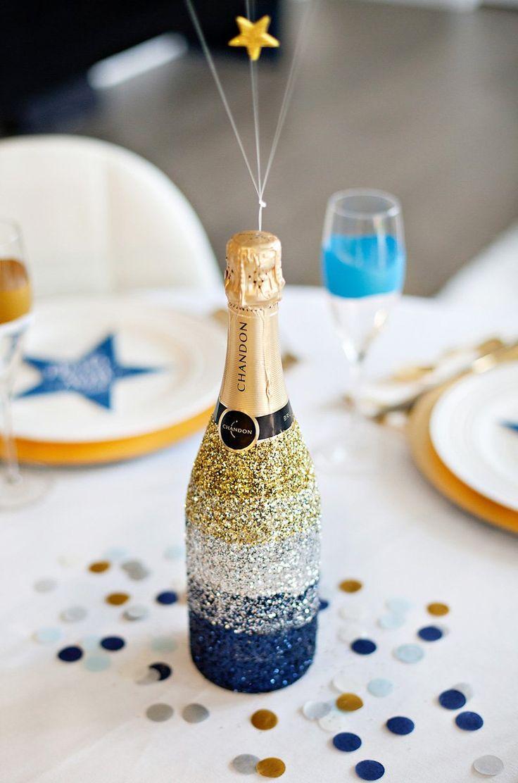 Новогодний декор бутылки шампанского блестками