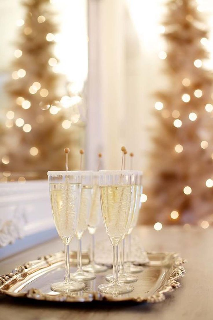 Новогодний декор бокалов шампанского