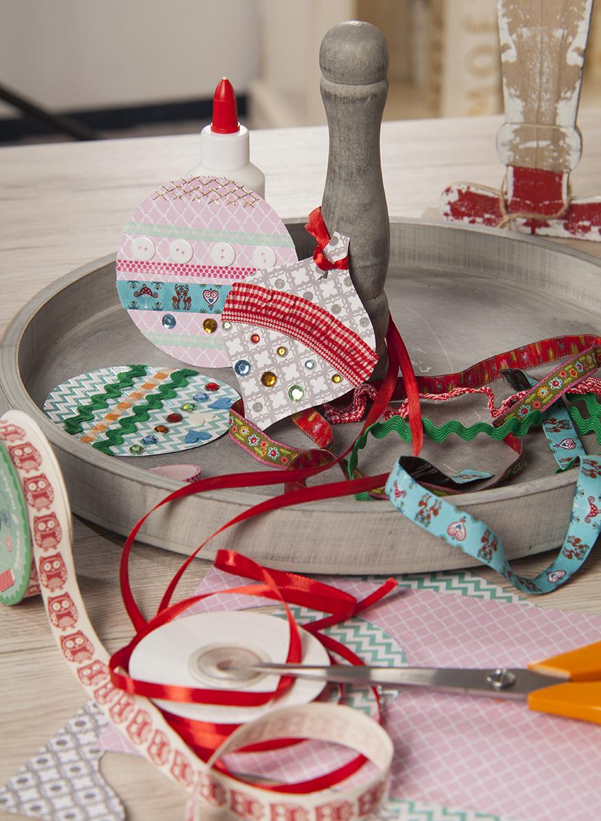 Новогодние украшения из цветной бумаги