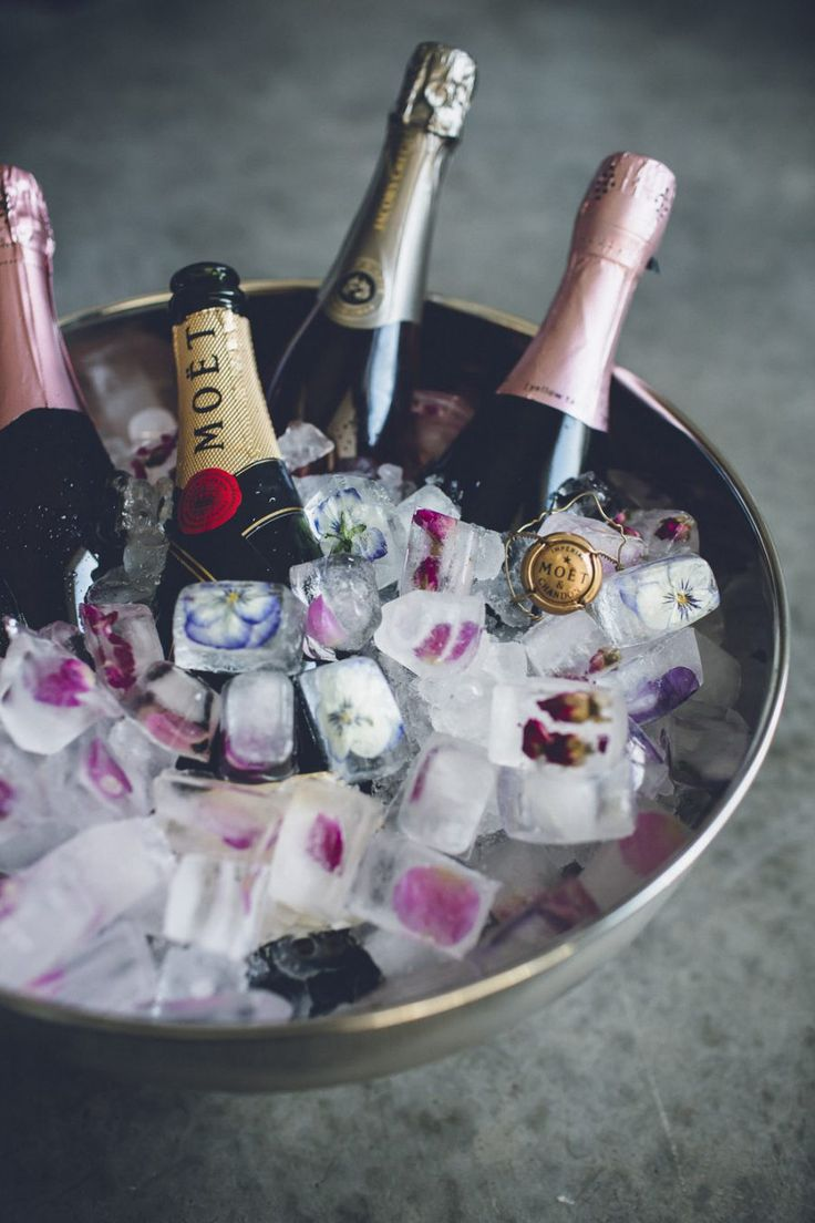 Лед с цветами для новогоднего шампанского