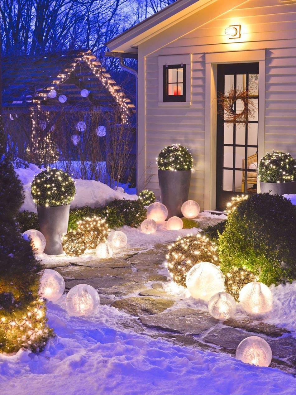 Новогоднее украшение фасада гирляндой
