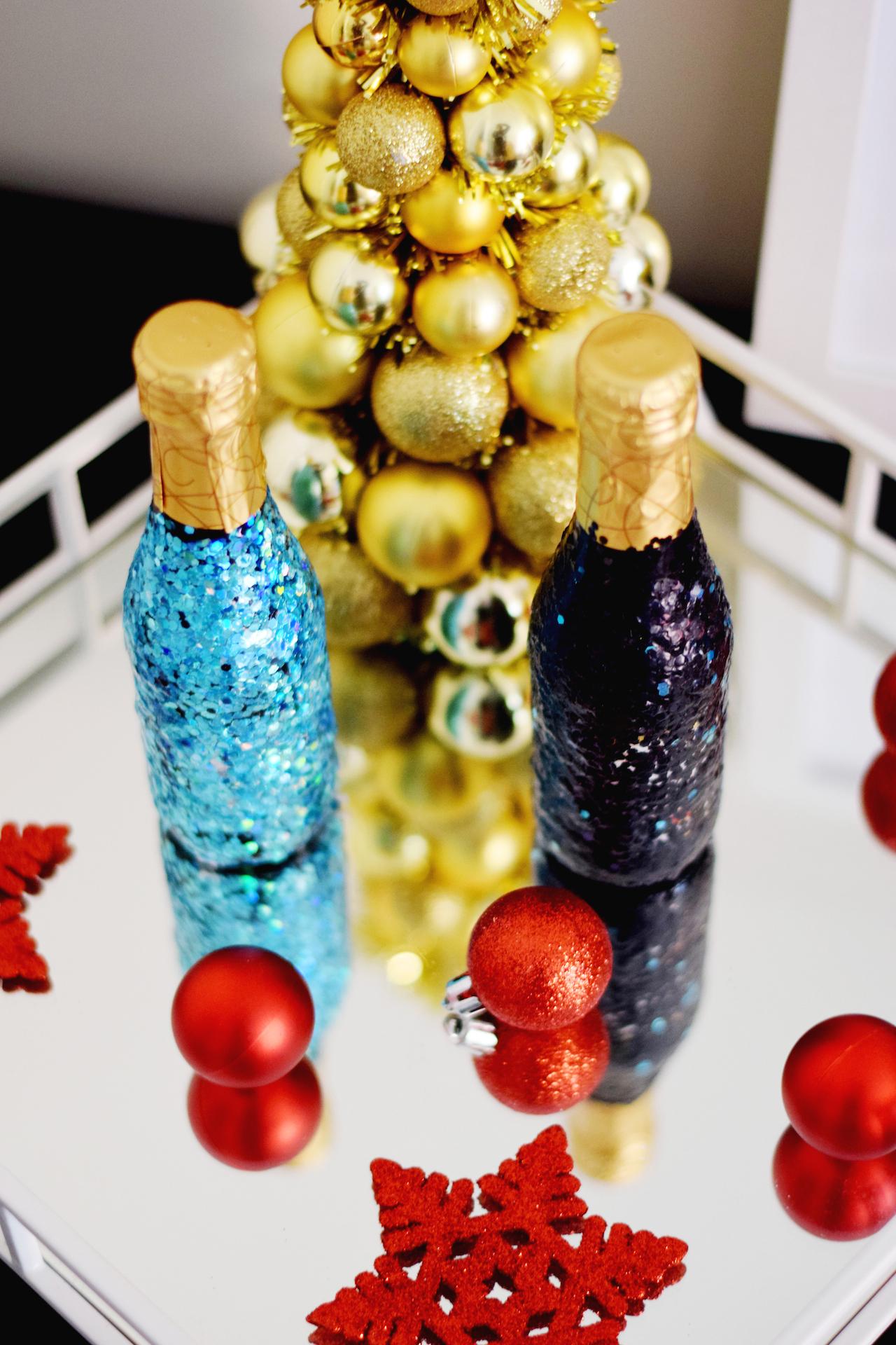 Новогодний декор бутылки шампанского глиттером