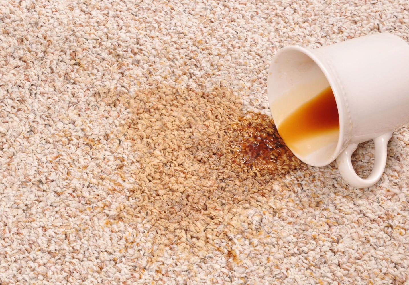 Загрязнение ковра чаем