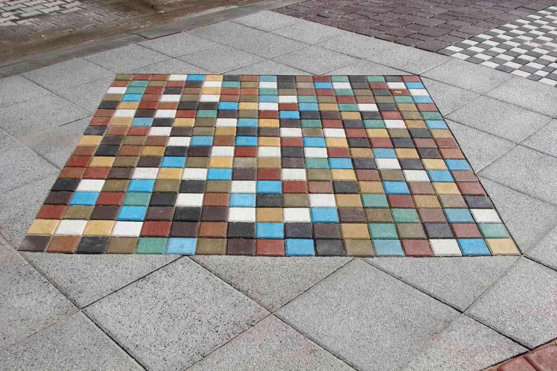 Крашеная тротуарная плитка