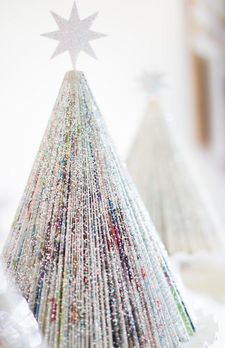 Новогодняя елочка из книжных листов