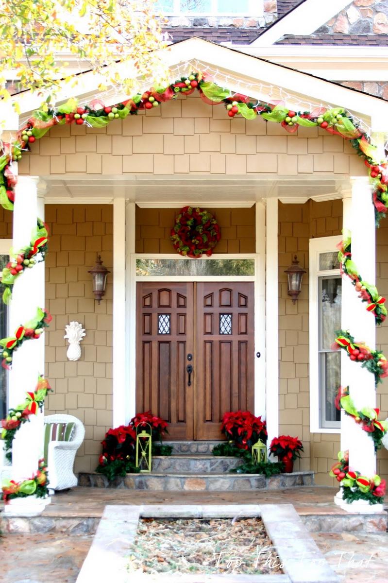 Новогоднее украшение колонн фасада