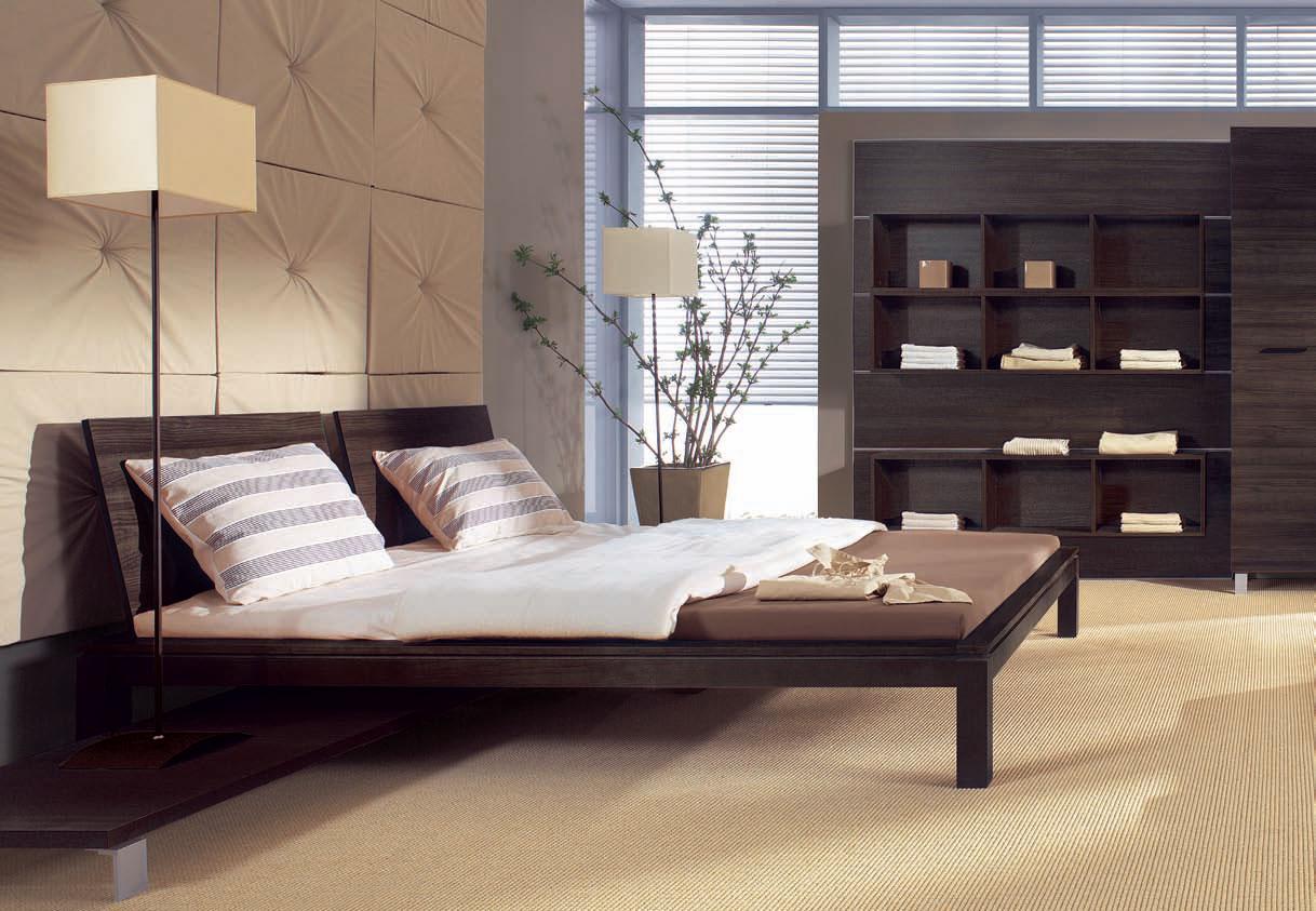 Коричневая кровать в современной спальне