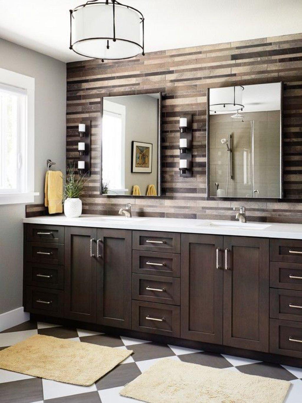 Коричневая мебель в интерьере ванной комнаты