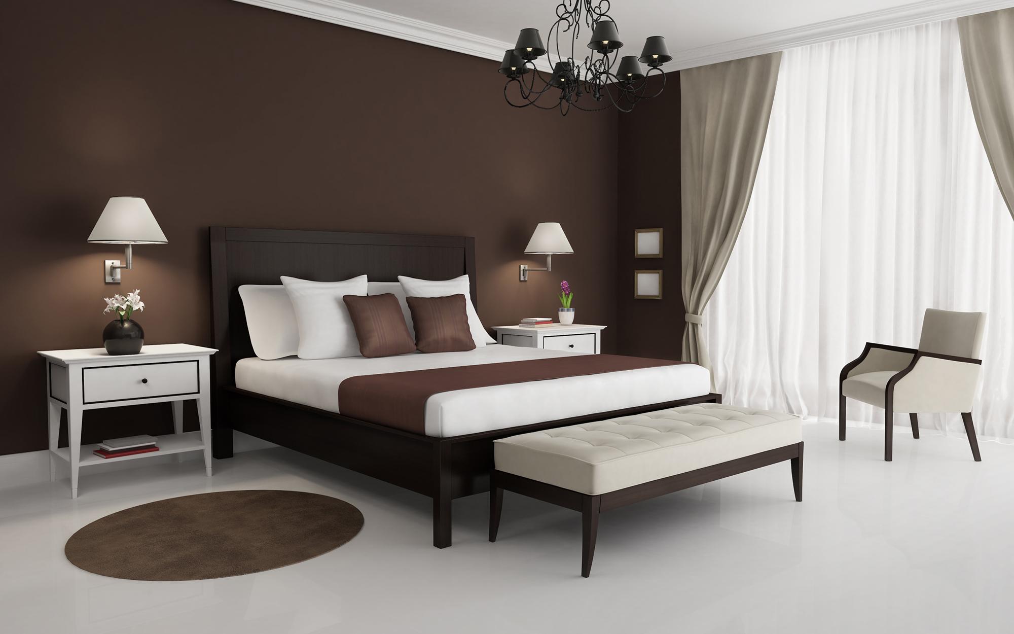 Серые и белые шторы и коричневая мебель