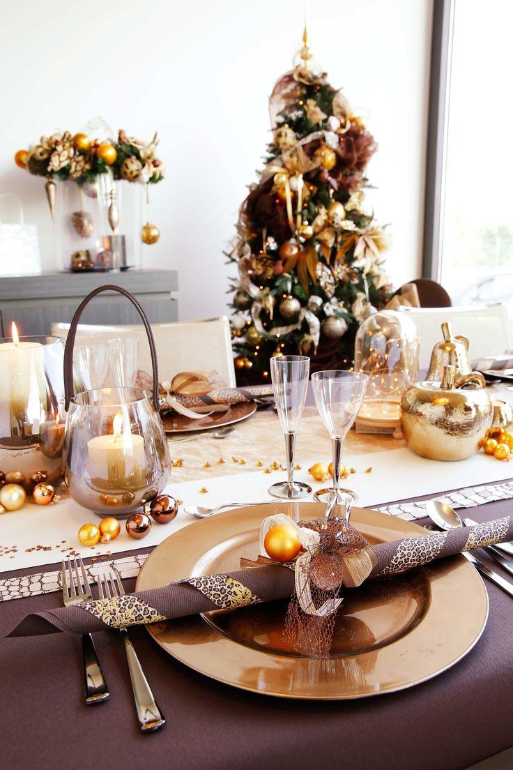 Украшение новогоднего стола 2018 в коричневом цвете