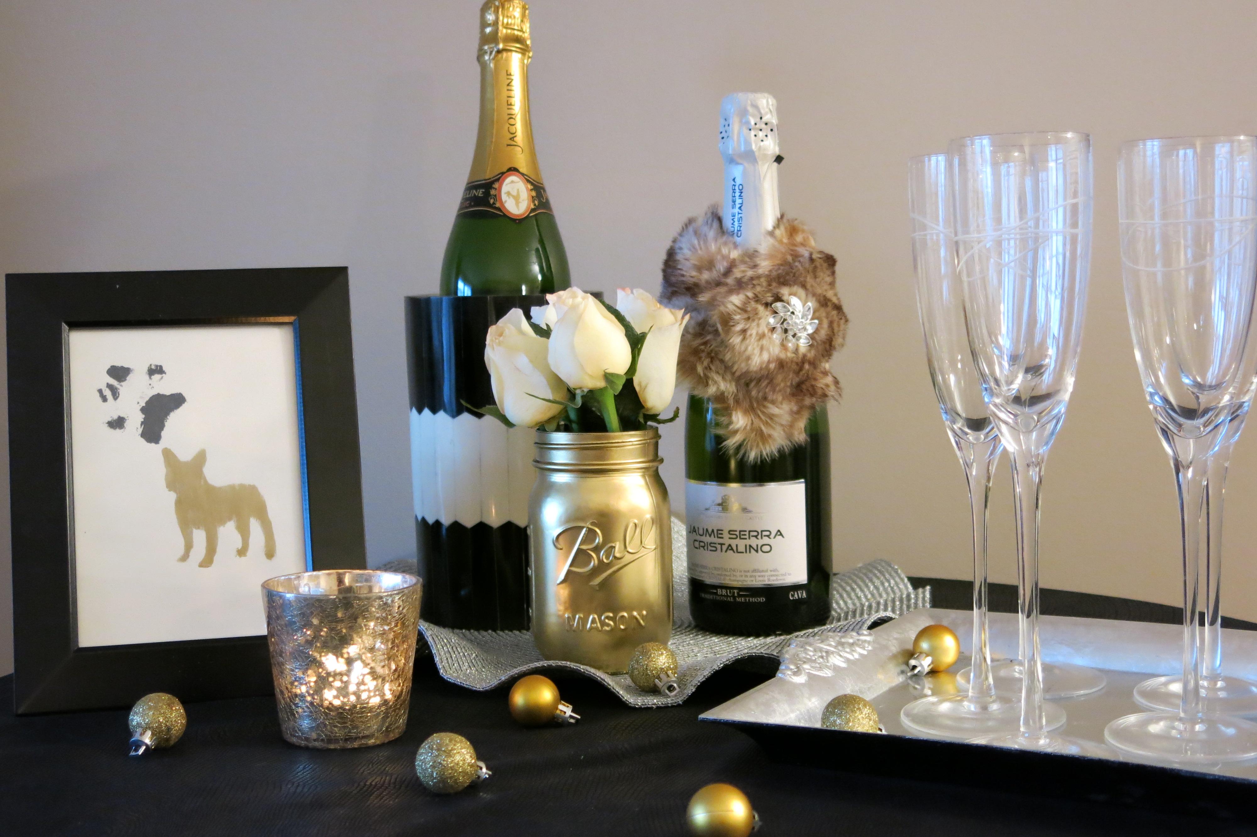 Новогодний декор бутылки шампанского мехом