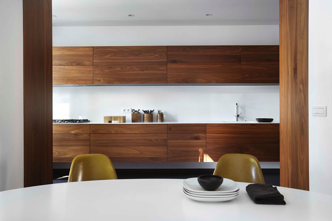 Коричневая мебель в стиле минимализм