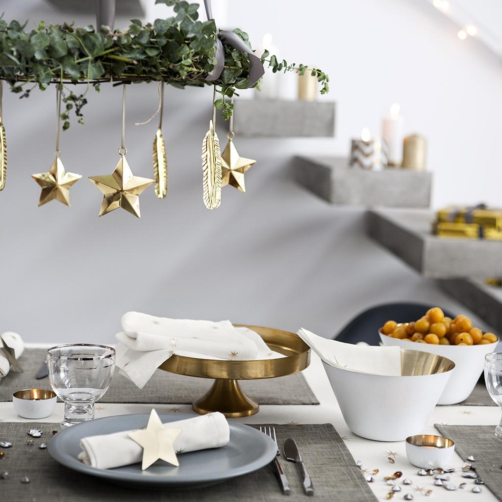 Украшение новогоднего стола 2018 в стиле модерн