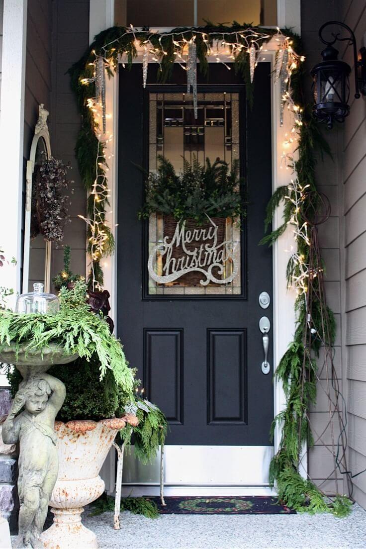Новогоднее украшение фасада надписью