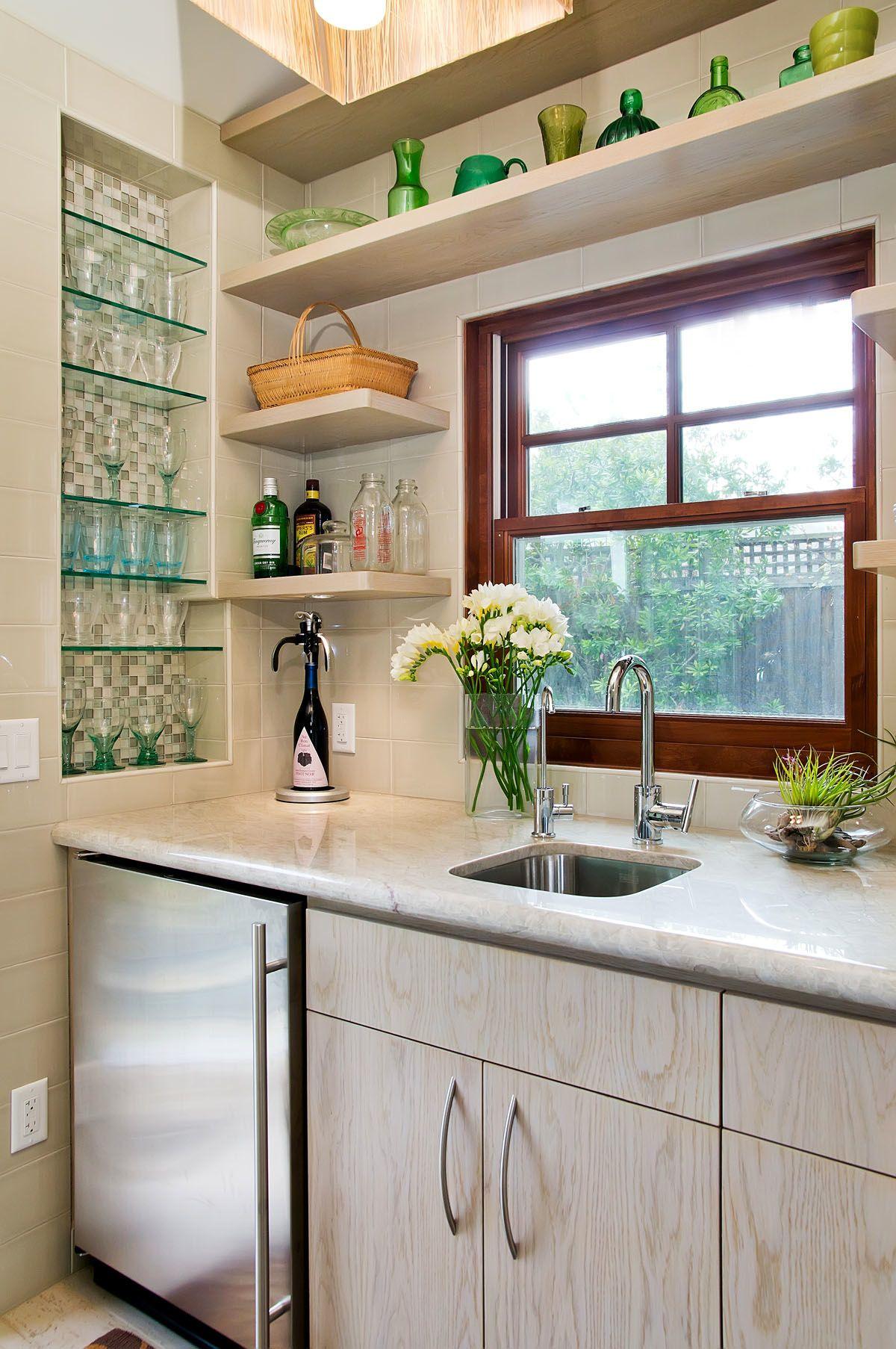 Ниша для посуды в кухне