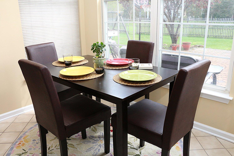 Коричневый обеденный стол