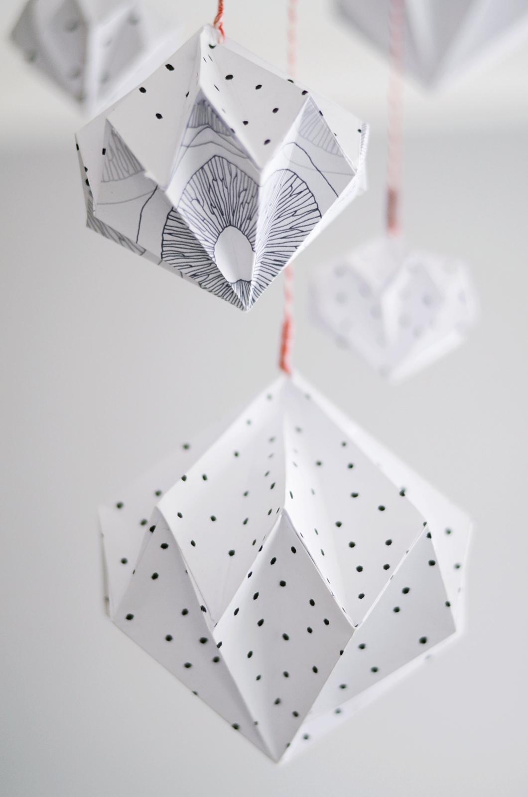 Новогодние украшения из бумаги оригами