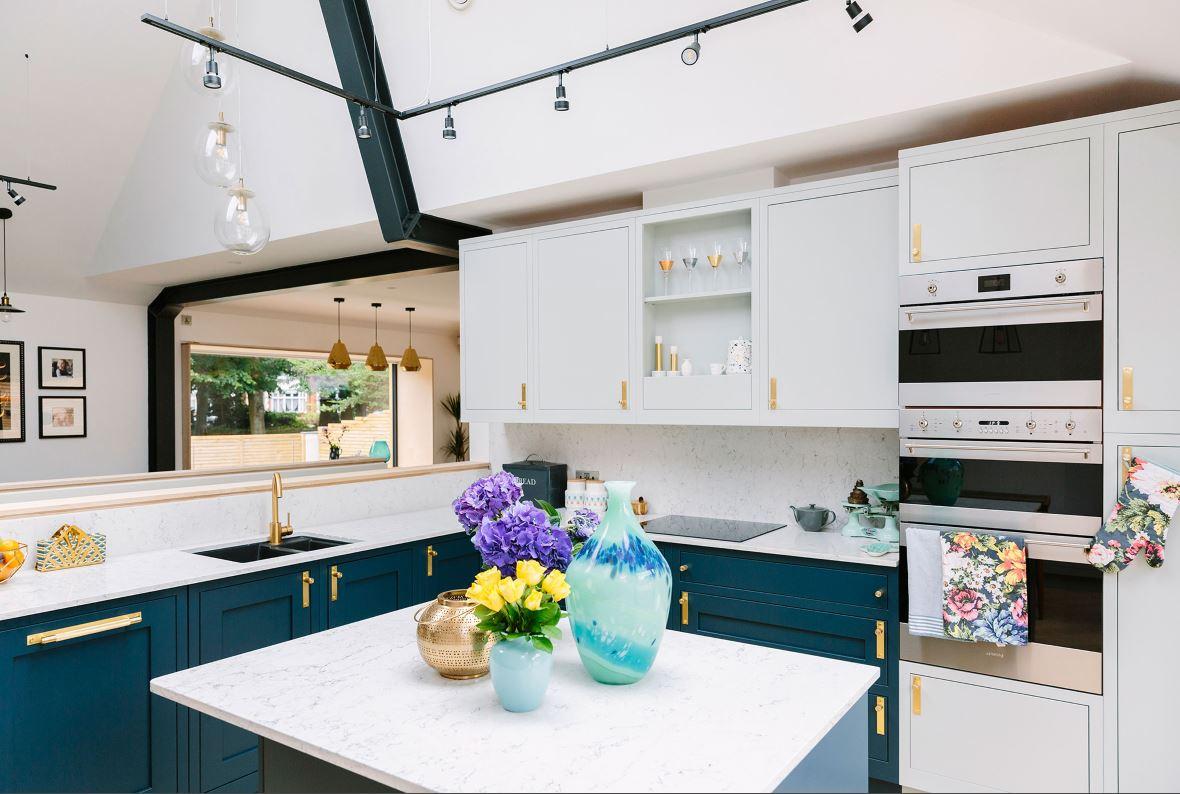 Подсветка кухонного гарнитура поворотными светильниками