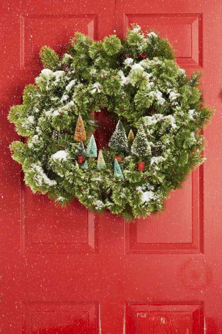 Рождественское украшение фасада