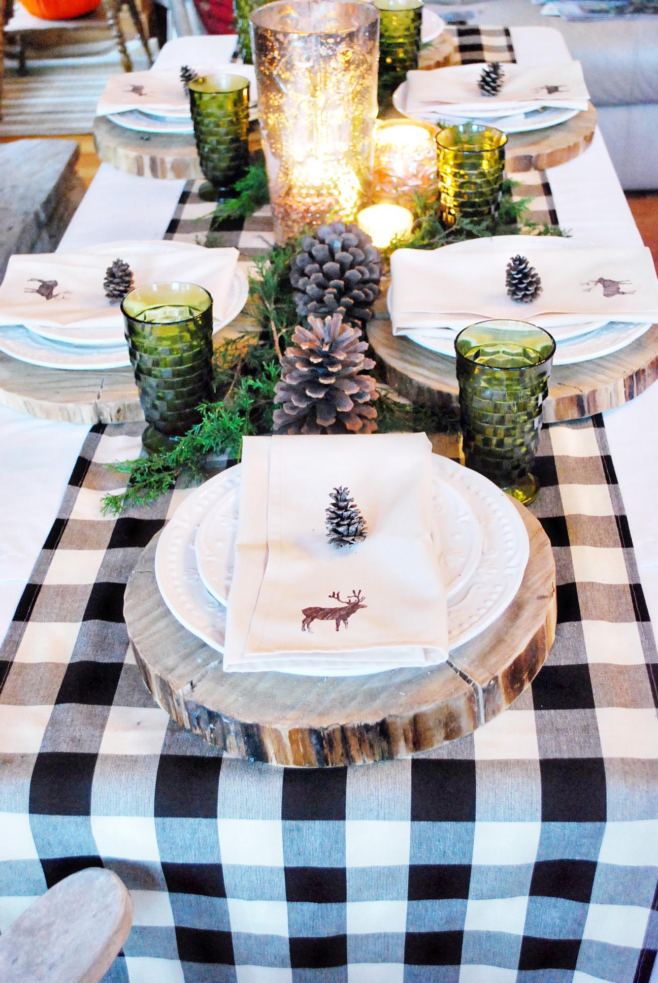 Украшение новогоднего стола 2018 спилами дерева
