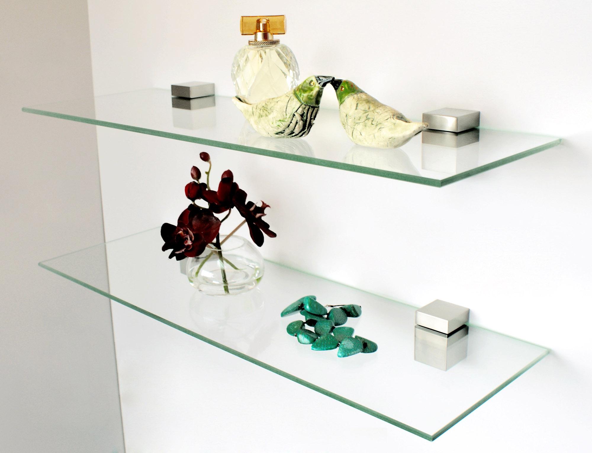 Стеклянные полки в дизайне интерьера