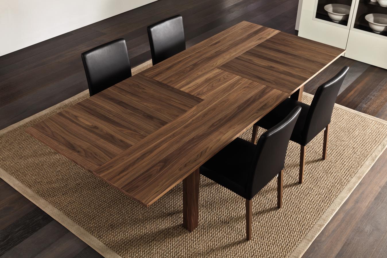 Коричневый стол