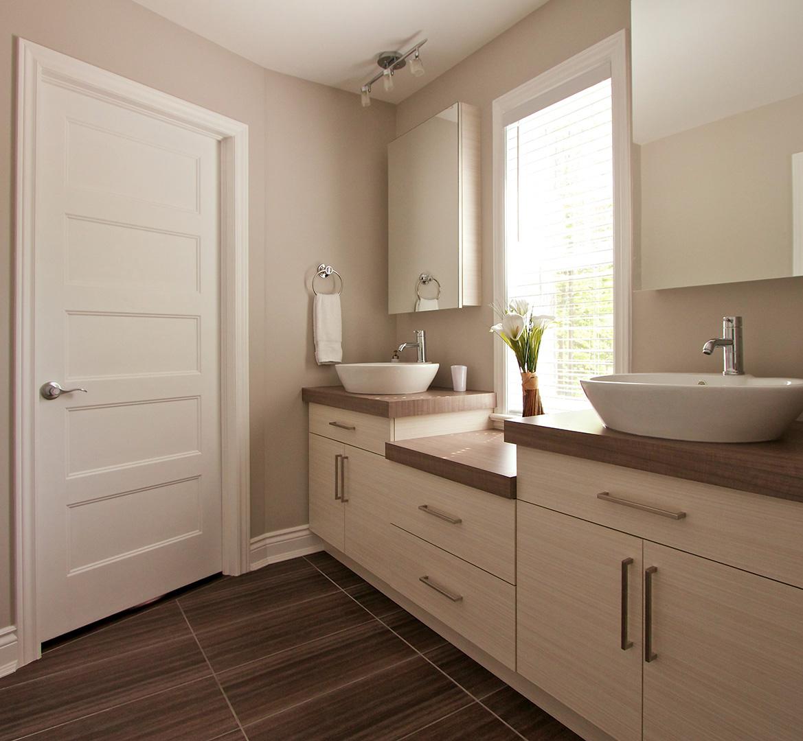 Шкафчик для ванной светлый