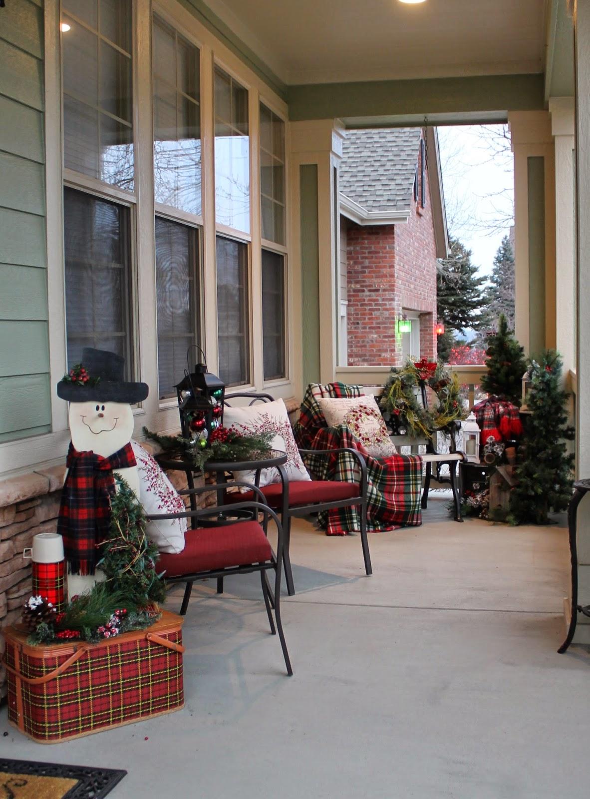 Новогоднее украшение фасада и террасы
