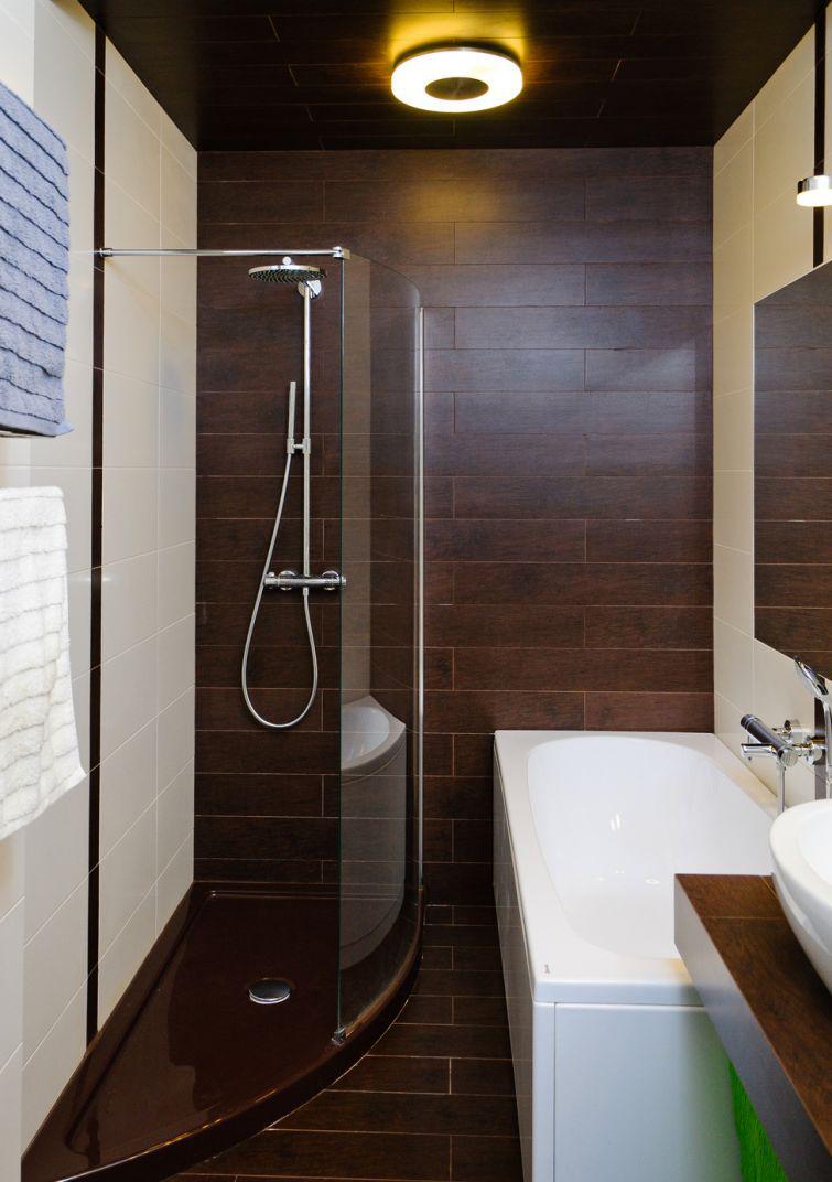 Красивая бело-коричневая ванная