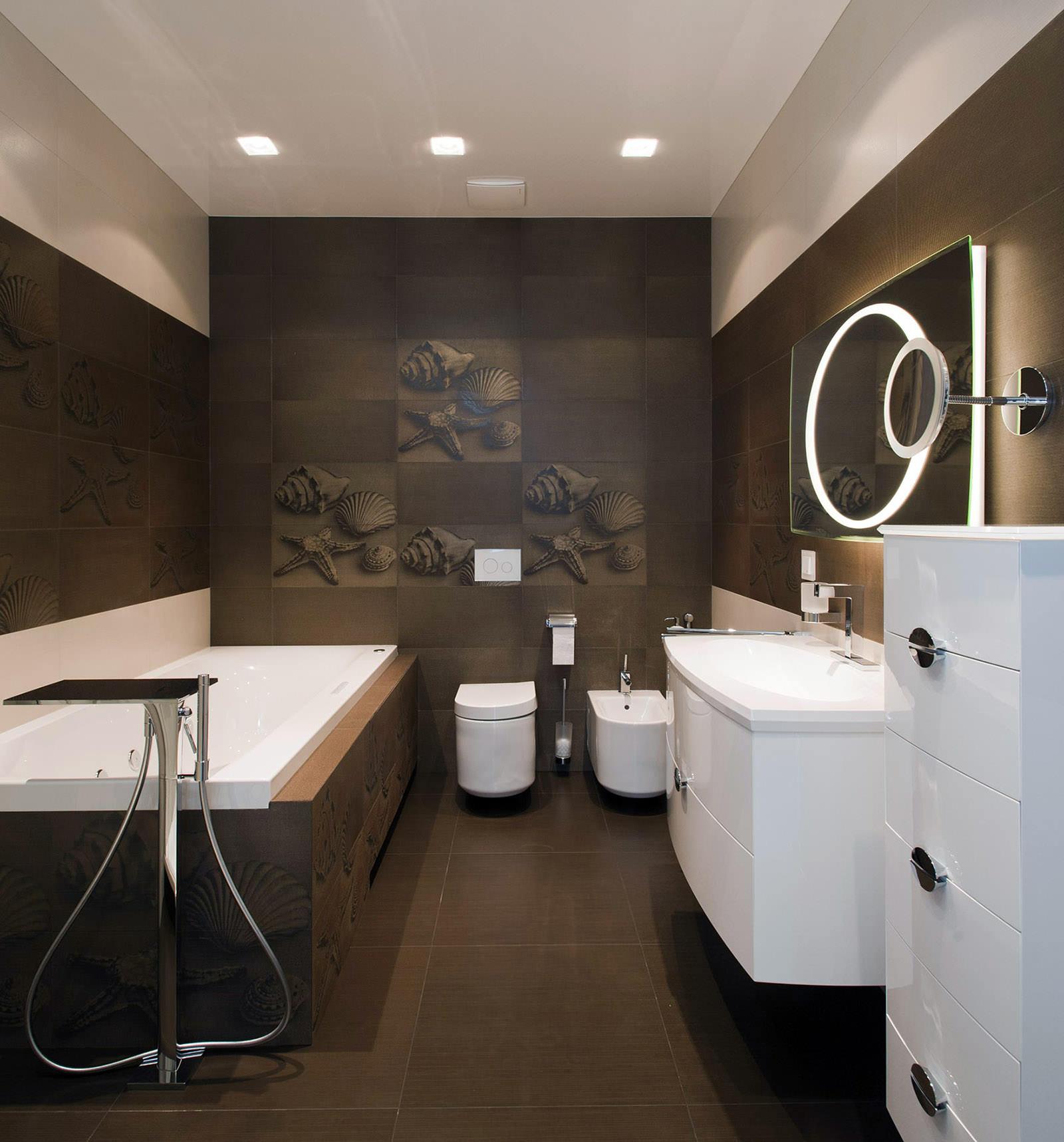 Коричневая и бежевая плитка в отделке ванной