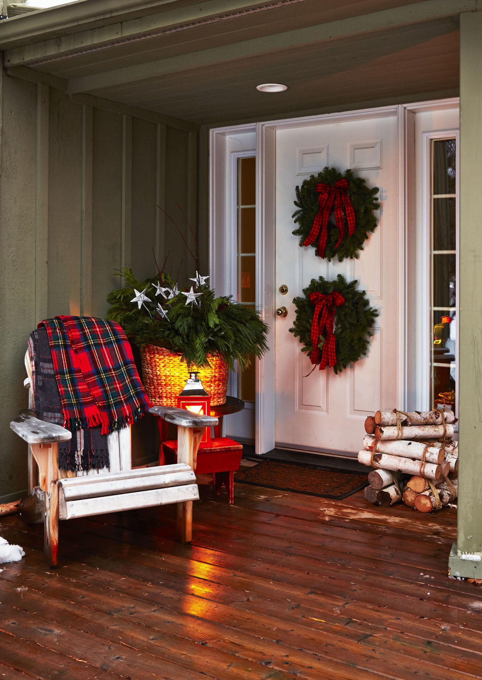 Новогоднее украшение фасада и веранды
